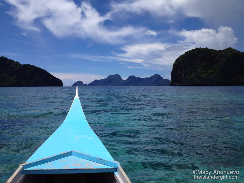 Outrigger boat - the only way to travel (Bacuit Bay, El Nido)
